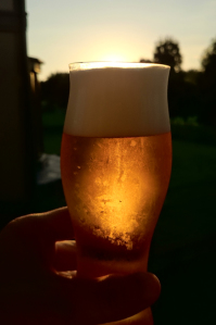 庭仕事の後のビールは格別!