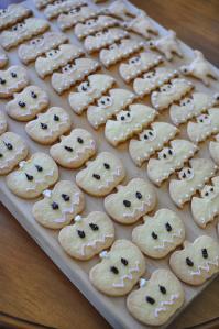 子どもに配るクッキーを焼く家庭も
